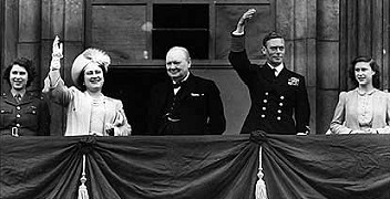 he King, the Queen, Princesses Elizabeth and Margaret and former Prime Minister Winston Churchill appeared on the balcony at Buckingham Palace to greet the cheering crowds.