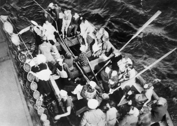 At Sea In a Lifeboat : After the Sinking of the SS Athenia